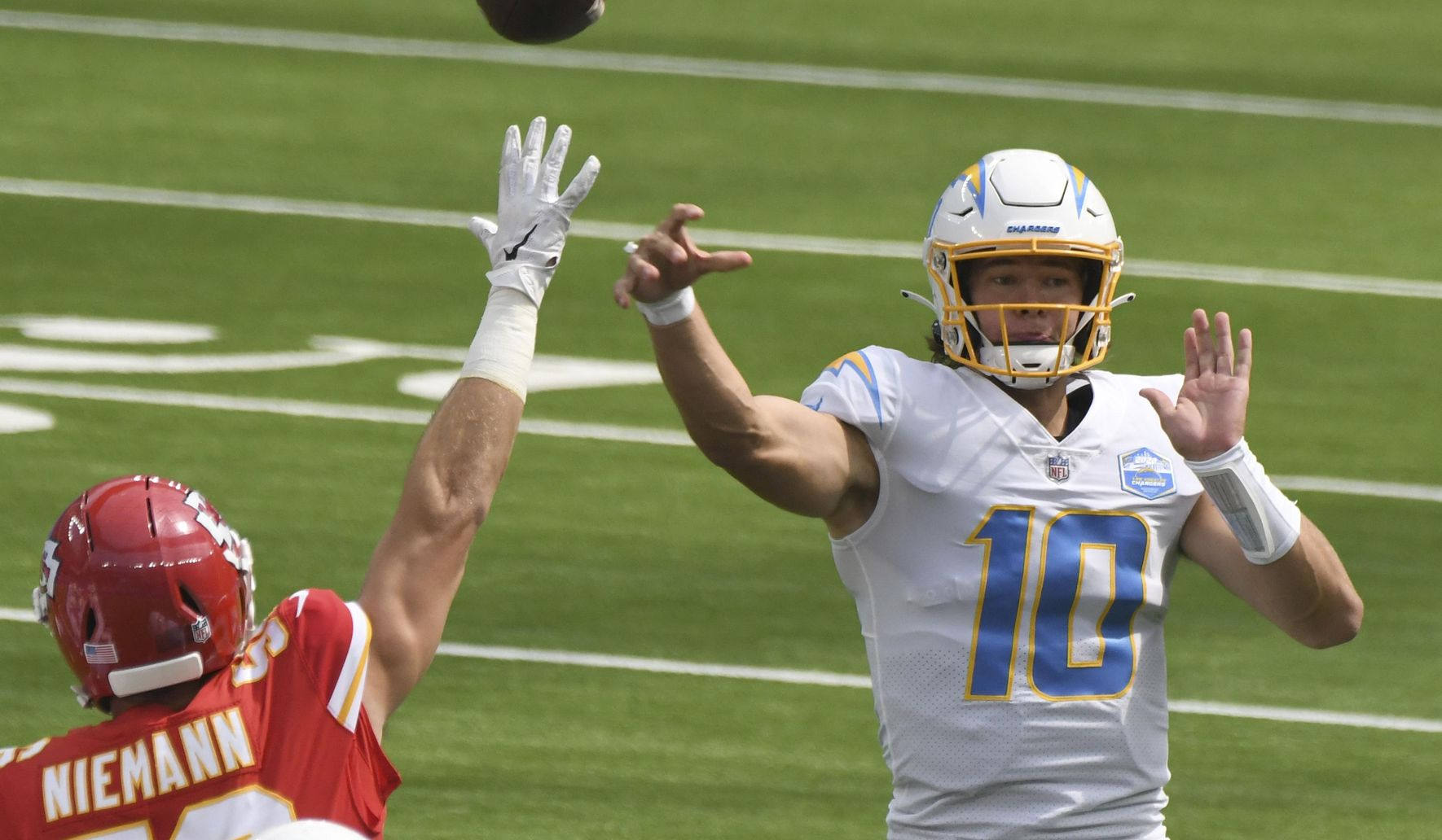 Chiefs_chargers_football_77230_c0-267-3356-2223_s1770x1032