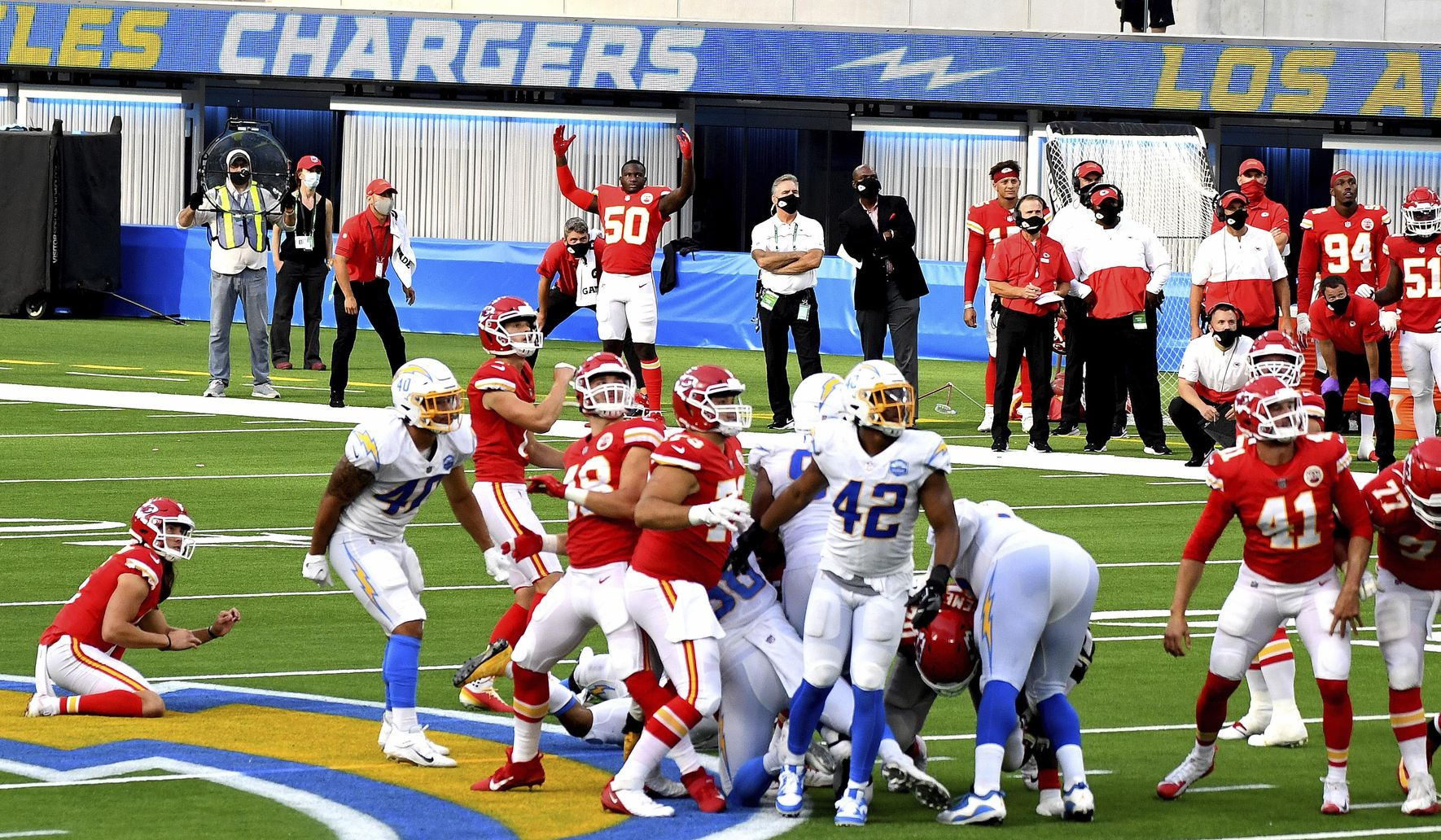 Chiefs_chargers_football_78691_c80-0-3697-2109_s1770x1032