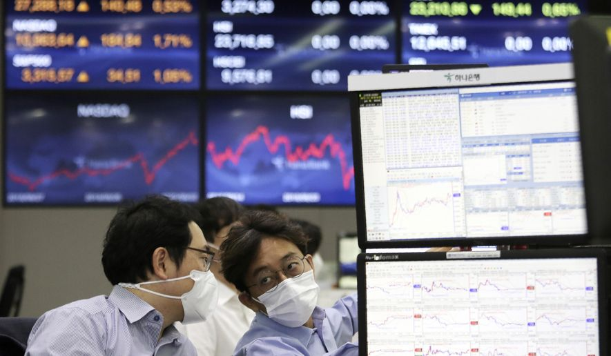 Currency traders work at the foreign exchange dealing room of the KEB Hana Bank headquarters in Seoul, South Korea, Wednesday, Sept. 23, 2020. Asian markets were mostly lower on Wednesday as investors kept a wary eye on how the coronavirus pandemic will affect the economic outlook.(AP Photo/Ahn Young-joon)