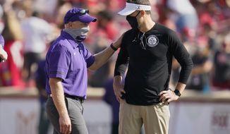 Kansas State head coach Chris Klieman, left, and Oklahoma head coach Lincoln Riley, right, talk before their NCAA college football game Saturday, Sept. 26, 2020, in Norman, Okla. (AP Photo/Sue Ogrocki).