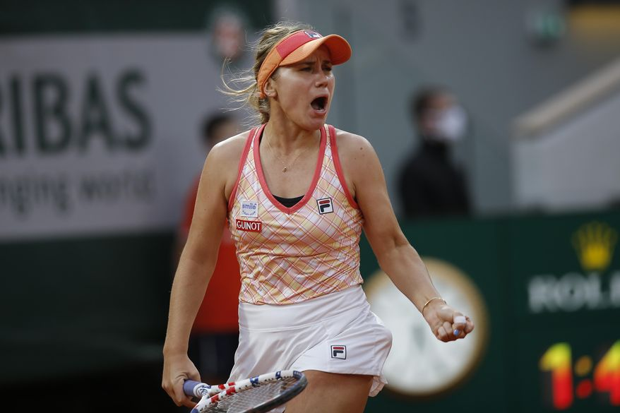 Sofia Kenin of the U.S. clenches her fist after scoring a point against Petra Kvitova of the Czech Republic in the semifinal match of the French Open tennis tournament at the Roland Garros stadium in Paris, France, Thursday, Oct. 8, 2020. (AP Photo/Michel Euler)