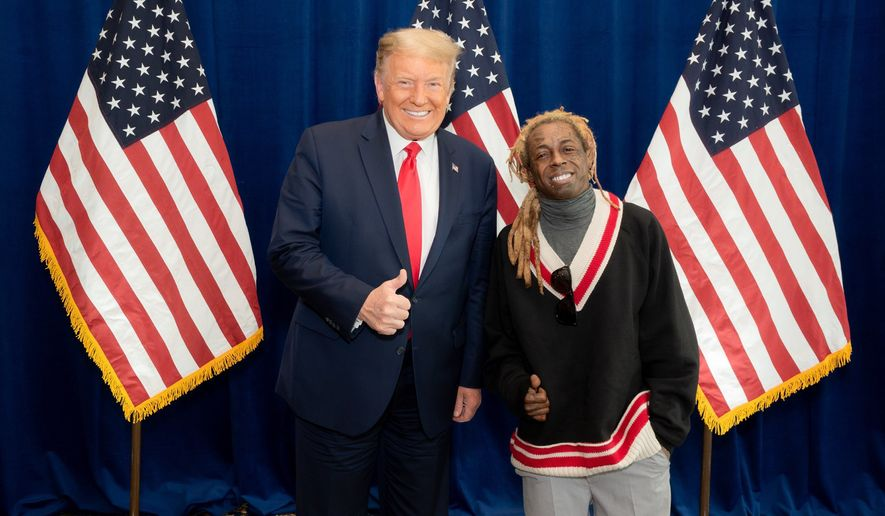 Lil Wayne meets with President Trump. (image via https://twitter.com/LilTunechi)