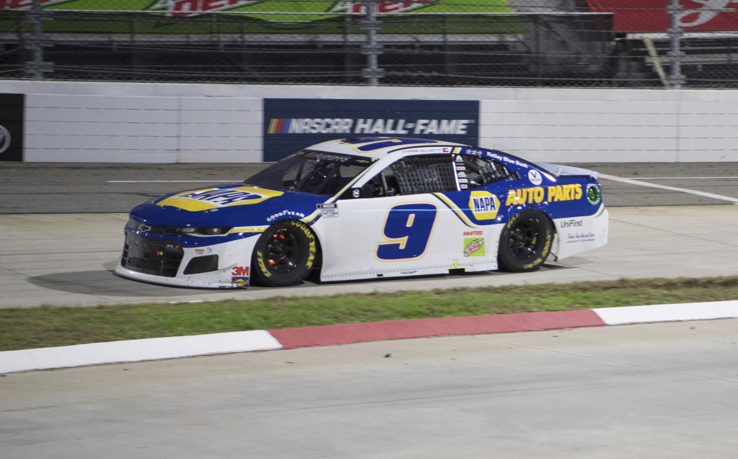 Kevin Harvick eliminated as Chase Elliott races into NASCAR championship
