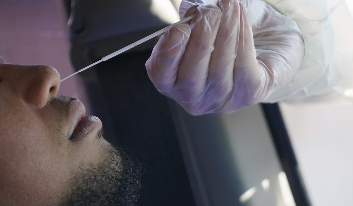 Health experts ask U.S. to buckle down as coronavirus cases rise