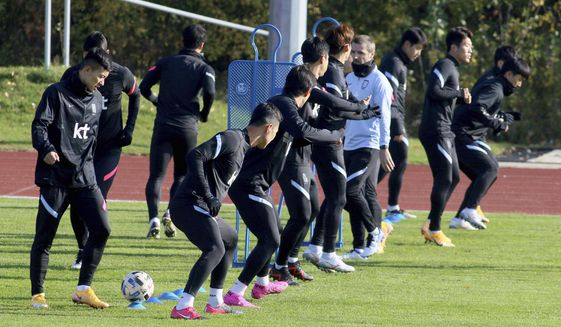 Players of the South Korea national soccer team exercises during a training session at the BSFZ-Arena stadium in Suedstadt, Austria, Friday, Nov.13, 2020. South Korea faces Mexico on Saturday, Nov. 14, 2020 in an international friendly soccer match. (AP Photo/Ronald Zak)