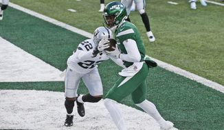 New York Jets' Denzel Mims, right, scores a two-point conversion during the second half an NFL football game against the Las Vegas Raiders, Sunday, Dec. 6, 2020, in East Rutherford, N.J. (AP Photo/Noah K. Murray)