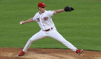 Cincinnati Reds' Anthony DeSclafani throws in the first inning during a baseball game against the Pittsburgh Pirates in Cincinnati, Monday, Sept. 14, 2020. (AP Photo/Aaron Doster)