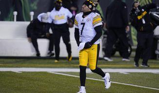 Pittsburgh Steelers quarterback Ben Roethlisberger warms up before an NFL football game against the Cincinnati Bengals, Monday, Dec. 21, 2020, in Cincinnati. (AP Photo/Michael Conroy)