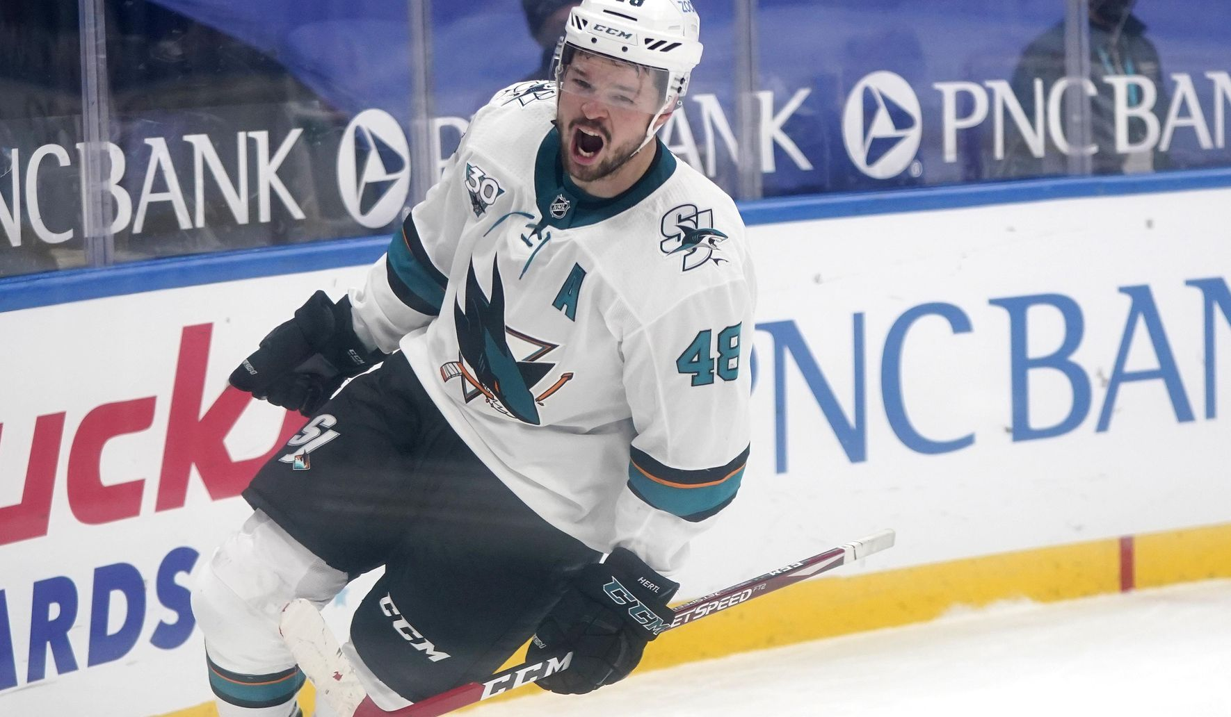 Sharks_blues_hockey_61189_c0-148-3544-2214_s1770x1032