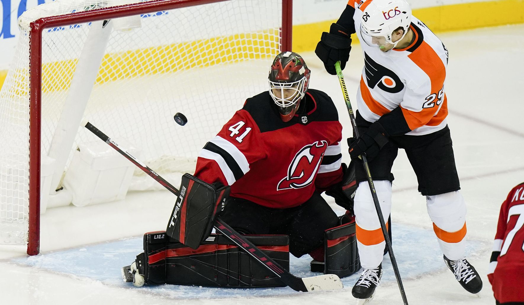 Flyers_devils_hockey_37350_c0-155-3695-2309_s1770x1032