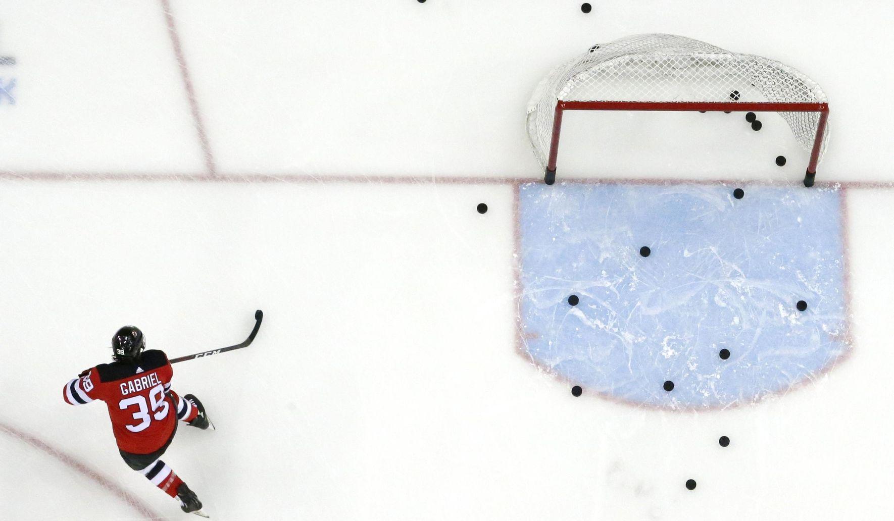 Devils_back_hockey_05057_c0-125-3000-1874_s1770x1032