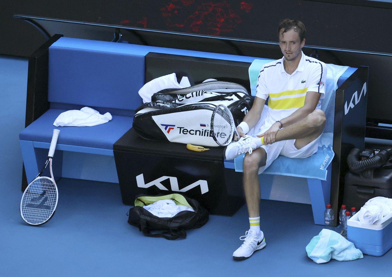 223-2: Nadal blows 2-set lead against Tsitsipas in Australia