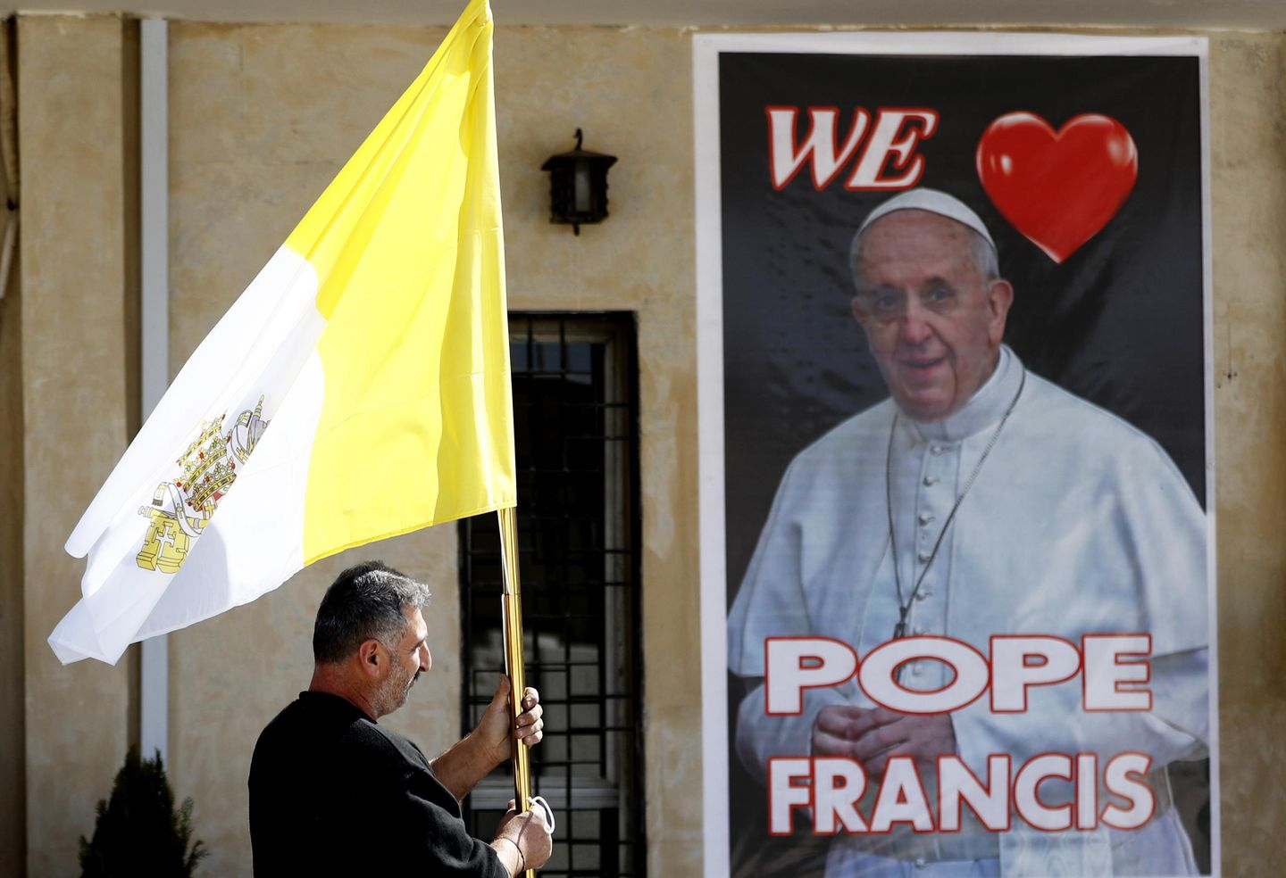 , [:en]'Not a good suggestion:' Consultants involved about pope journey to Iraq[:], Laban Juan