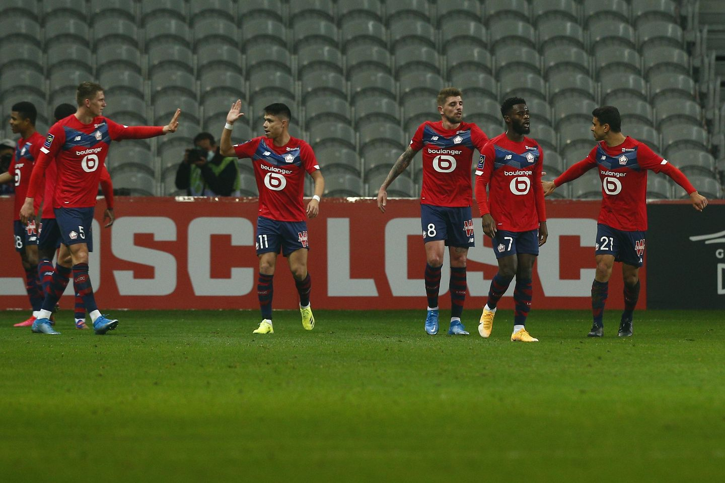 David scores 2 as Lille wins to stay two points clear of PSG