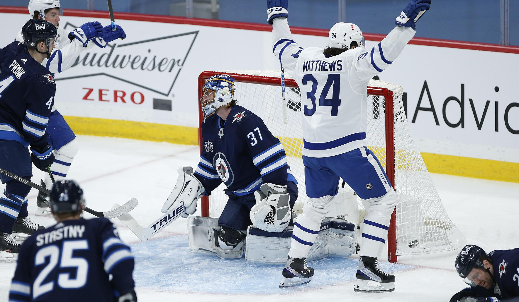 Matthews scores 24th goal as Leafs earn 3-1 win over Jets