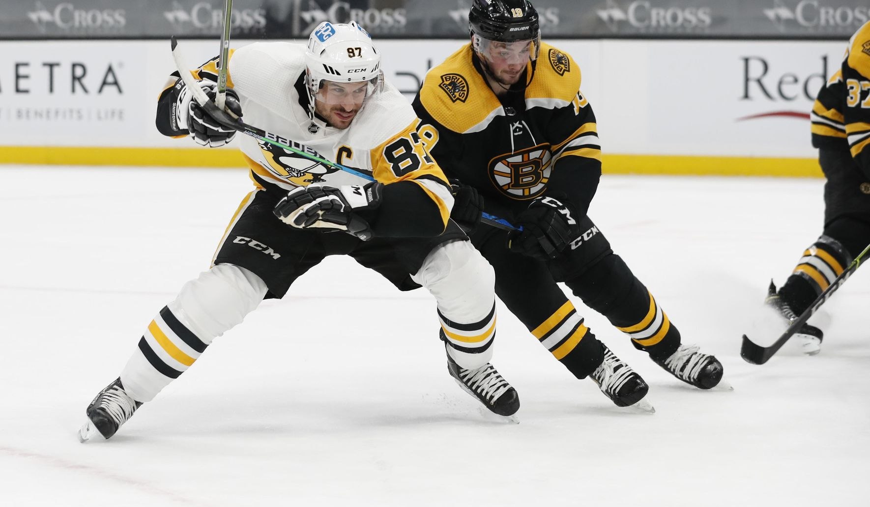 Penguins beat Bruins 4-1 for 1st win in Boston since 2014