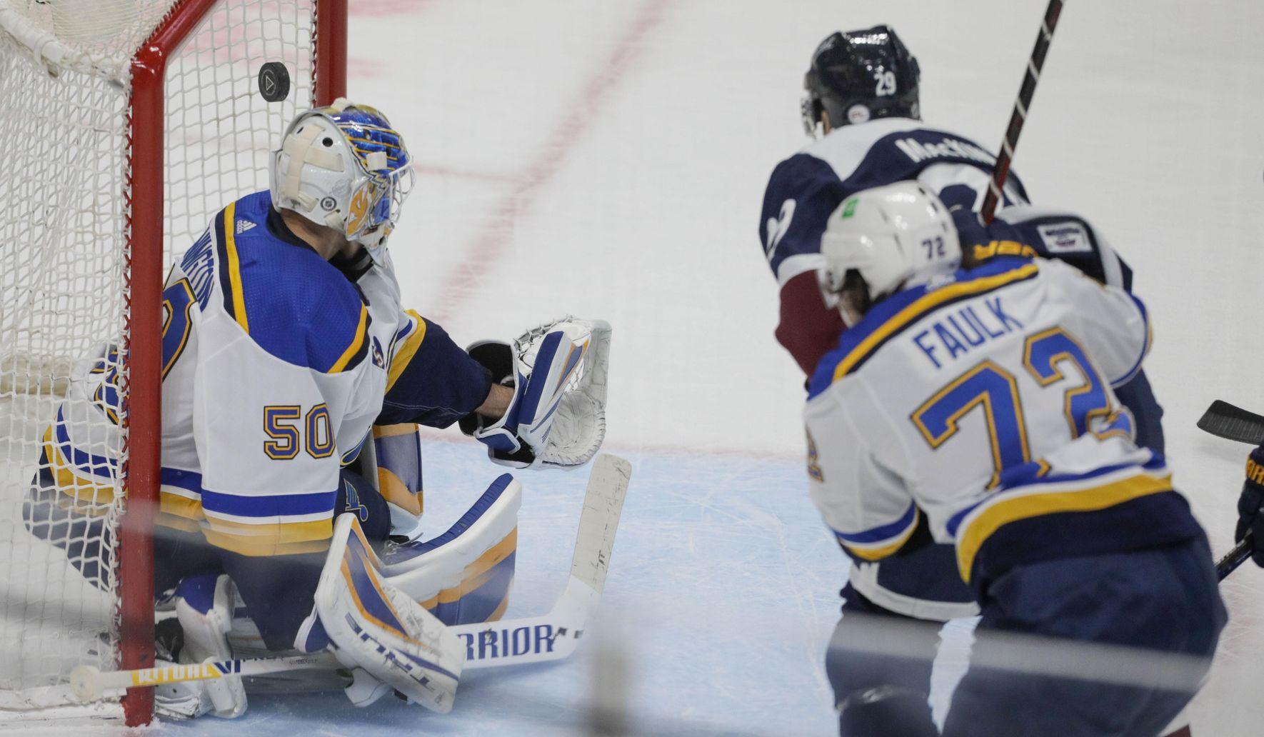 MacKinnon has 2 goals, Avalanche beat Blues, 3-2