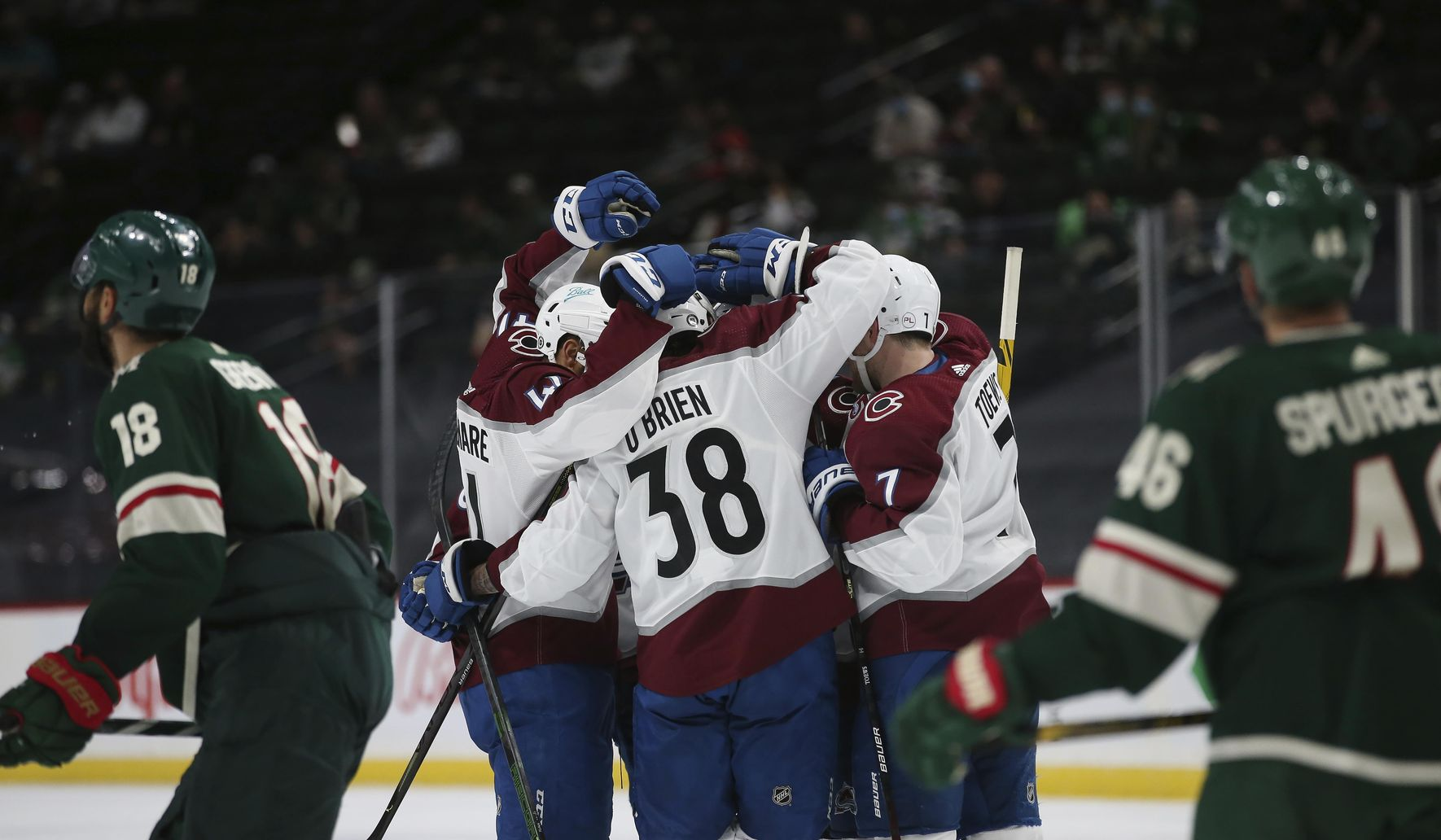 Avalanche extend point streak to 15 games, beat Wild 5-4
