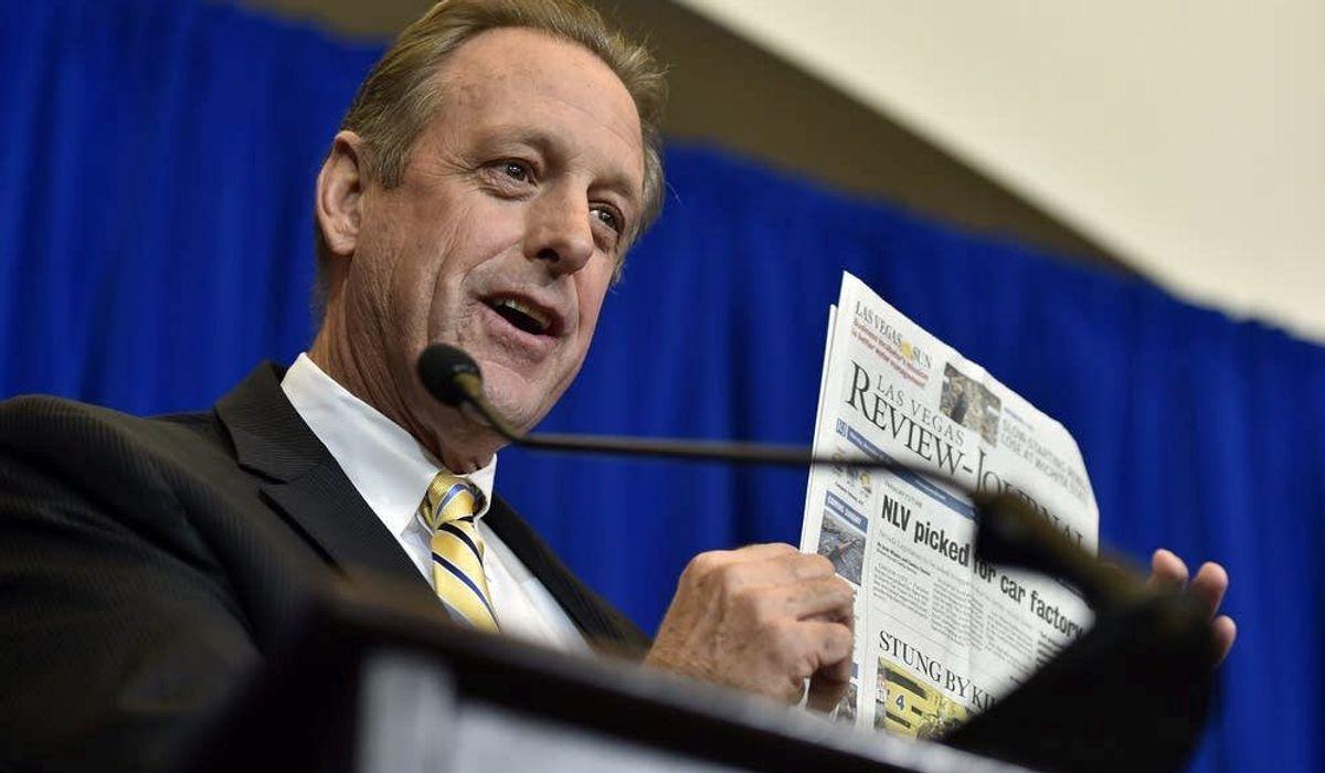 North Las Vegas mayor divorces Democrats