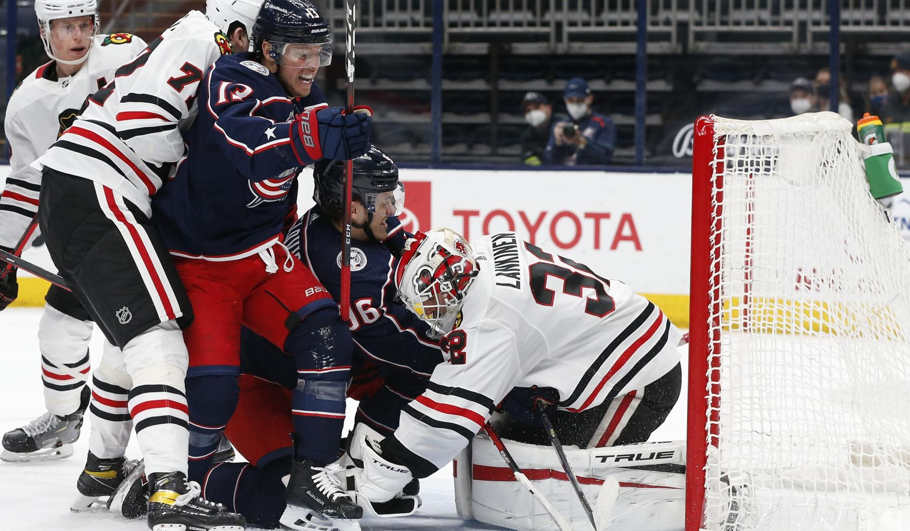 DeBrincat, Blackhawks rally to beat Blue Jackets 4-3