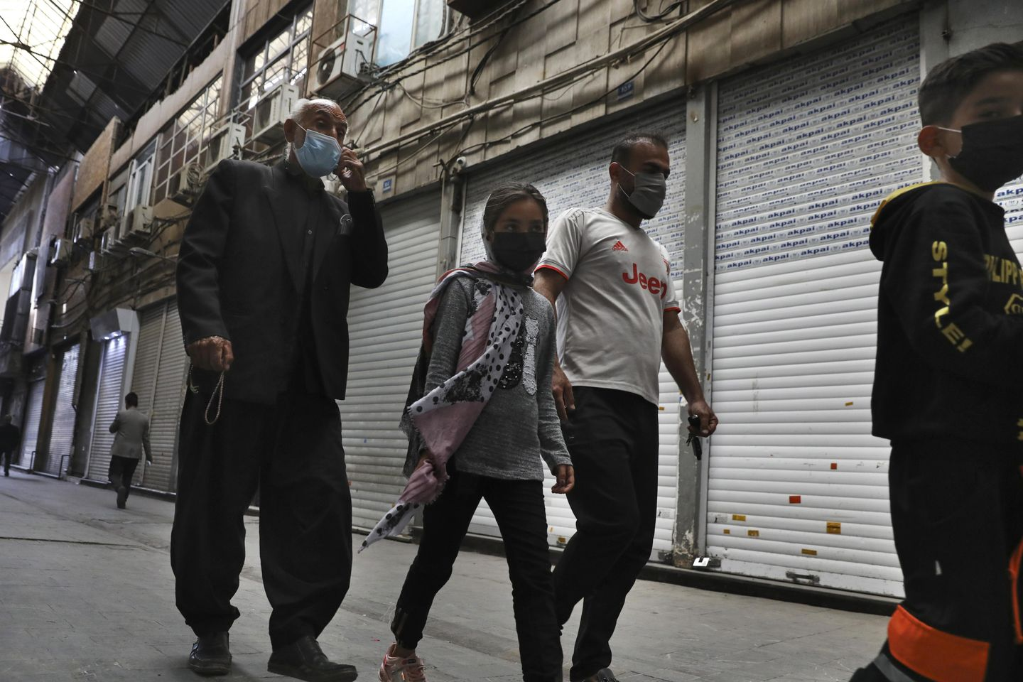 Iran enforces 10-day lockdown amid fourth wave of pandemic
