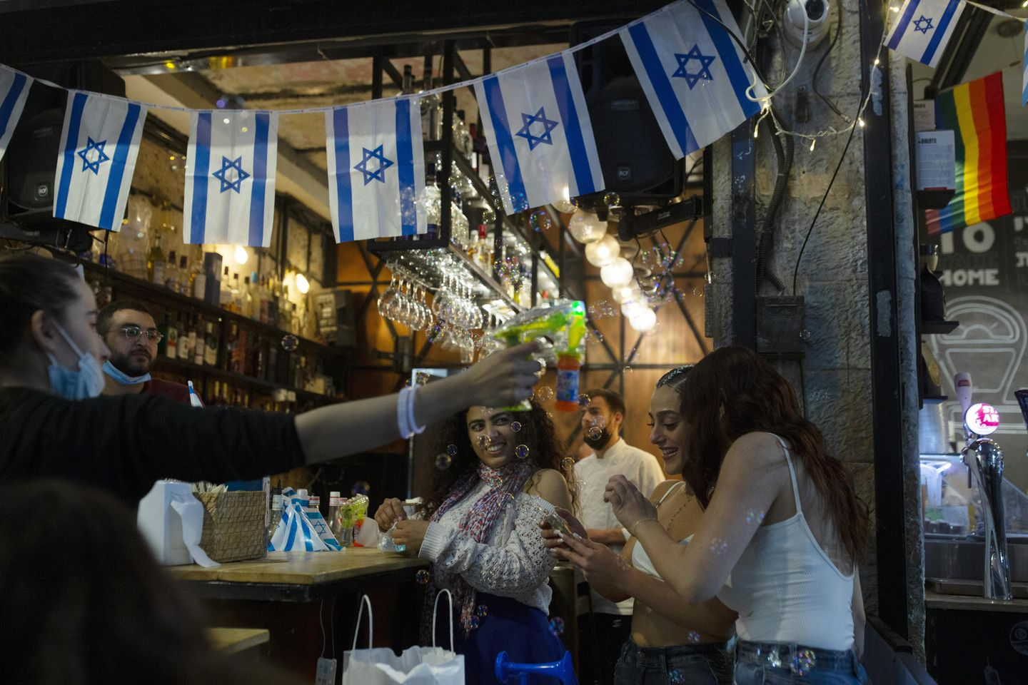 Israel honors Pfizer chief at Independence Day celebrations