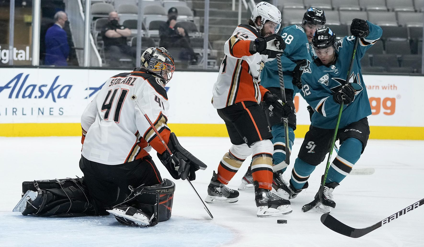 Ducks_sharks_hockey_46762_c0-67-4864-2902_s1770x1032