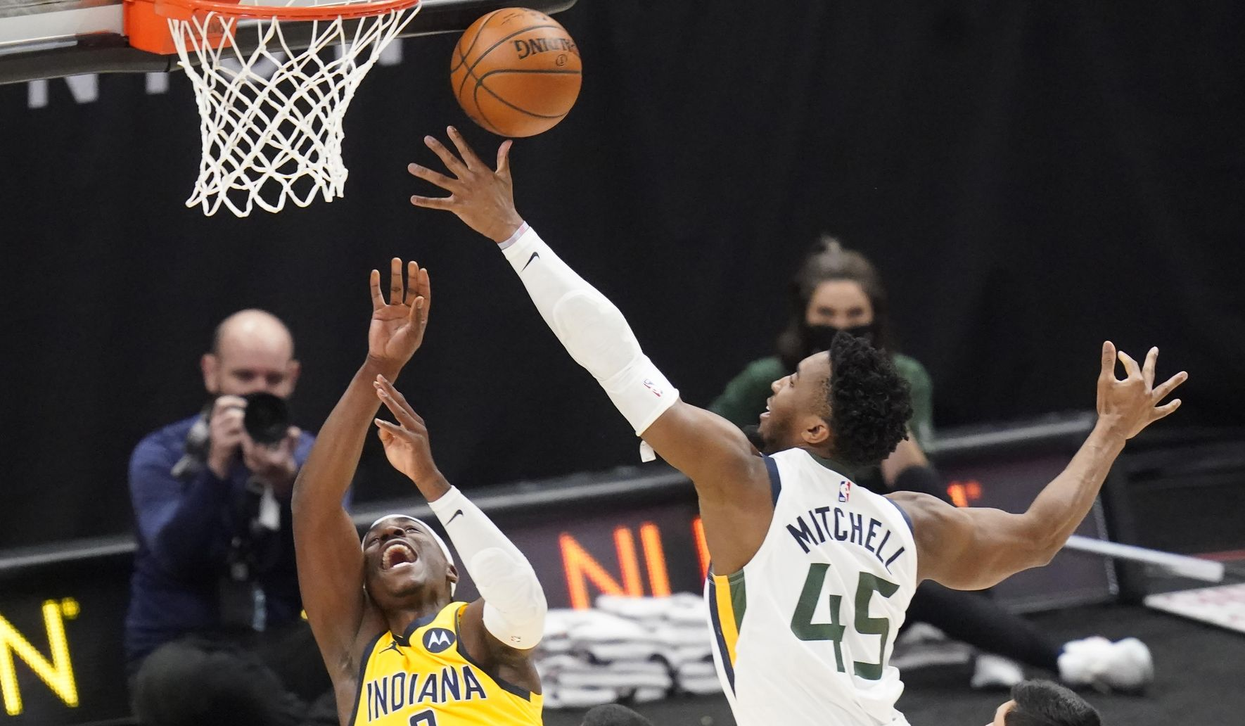 Pacers_jazz_basketall_15151_c0-226-5400-3374_s1770x1032