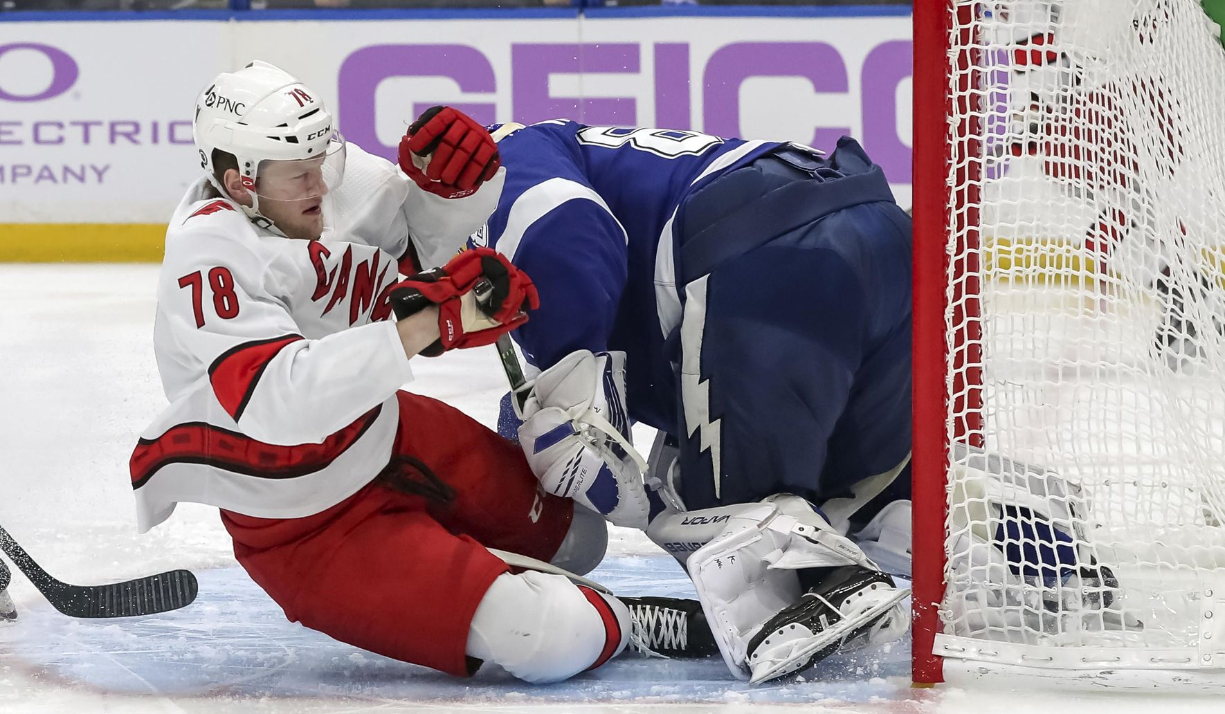 Hurricanes_lightning_hockey_49689_c0-125-3000-1874_s1770x1032