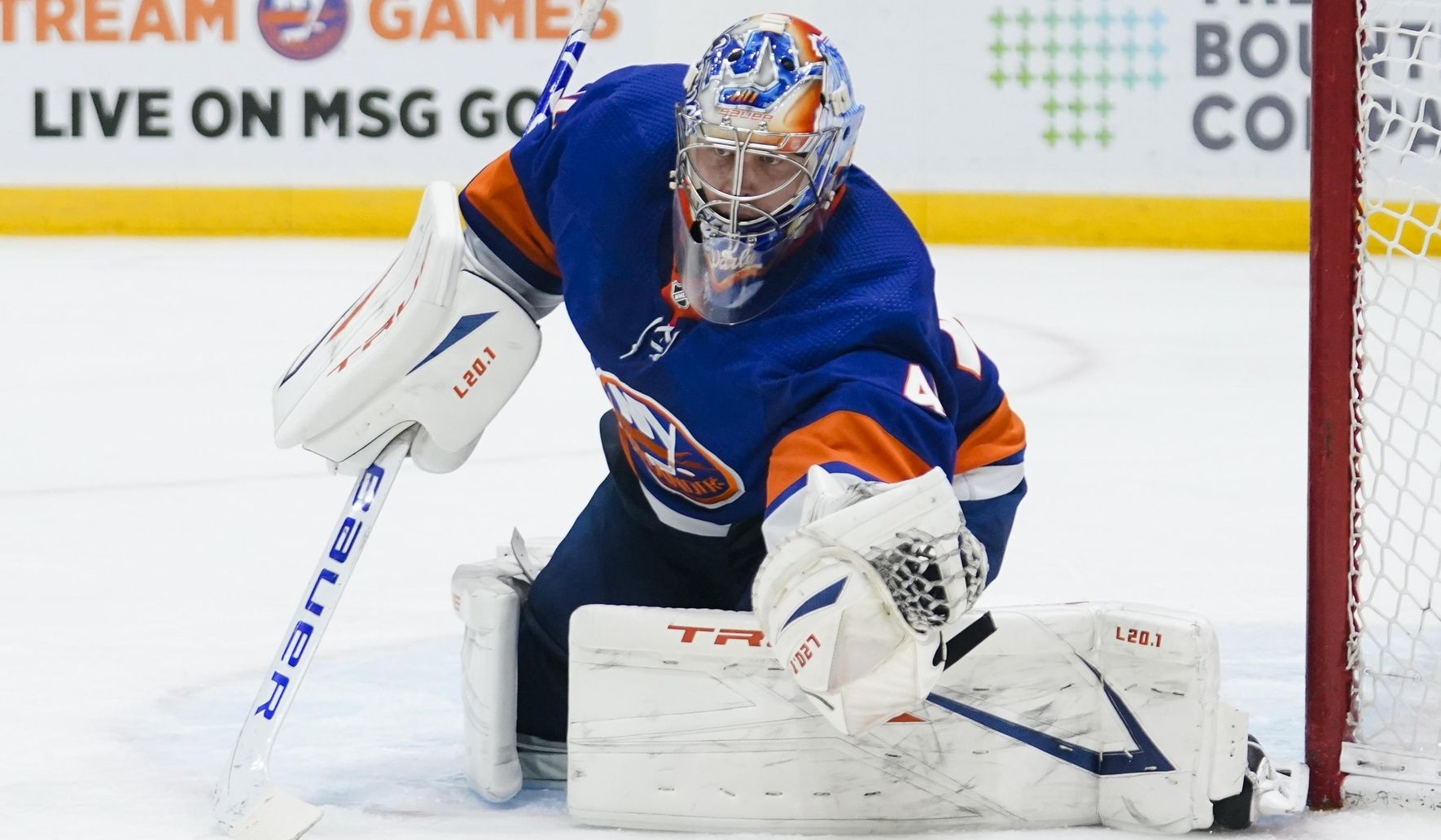 Isles top Rangers 6-1, tie Capitals for 1st place in East