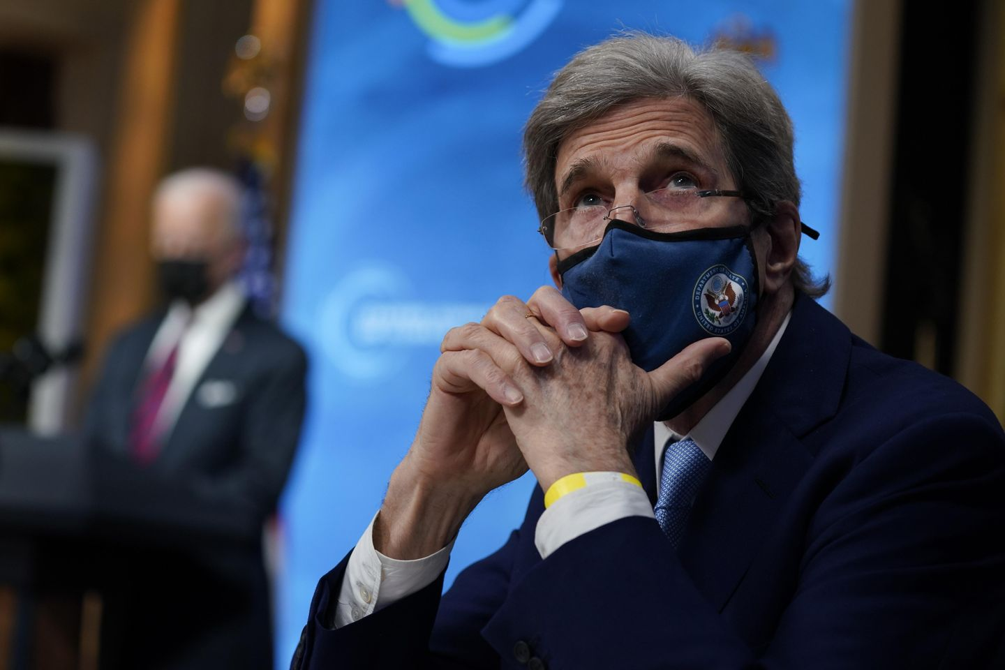 State Department denies John Kerry flew privately for Obama's party thumbnail