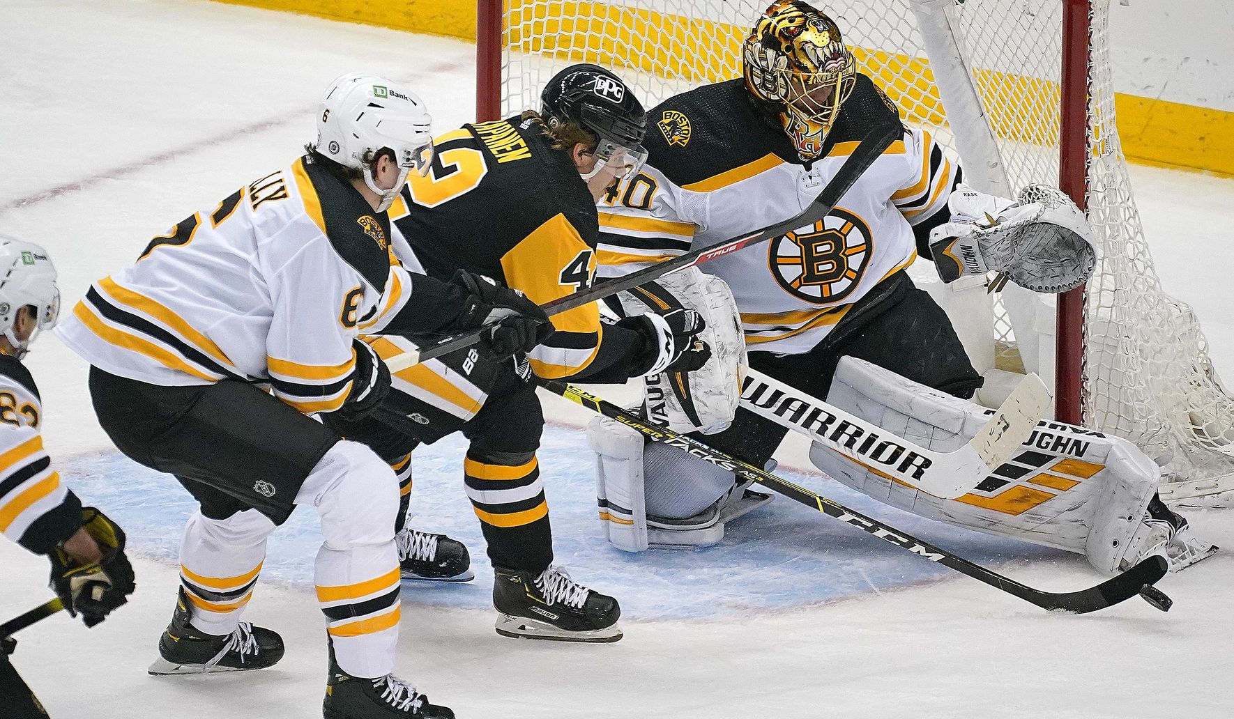 Bruins beat Penguins 3-1, tighten race in East Division