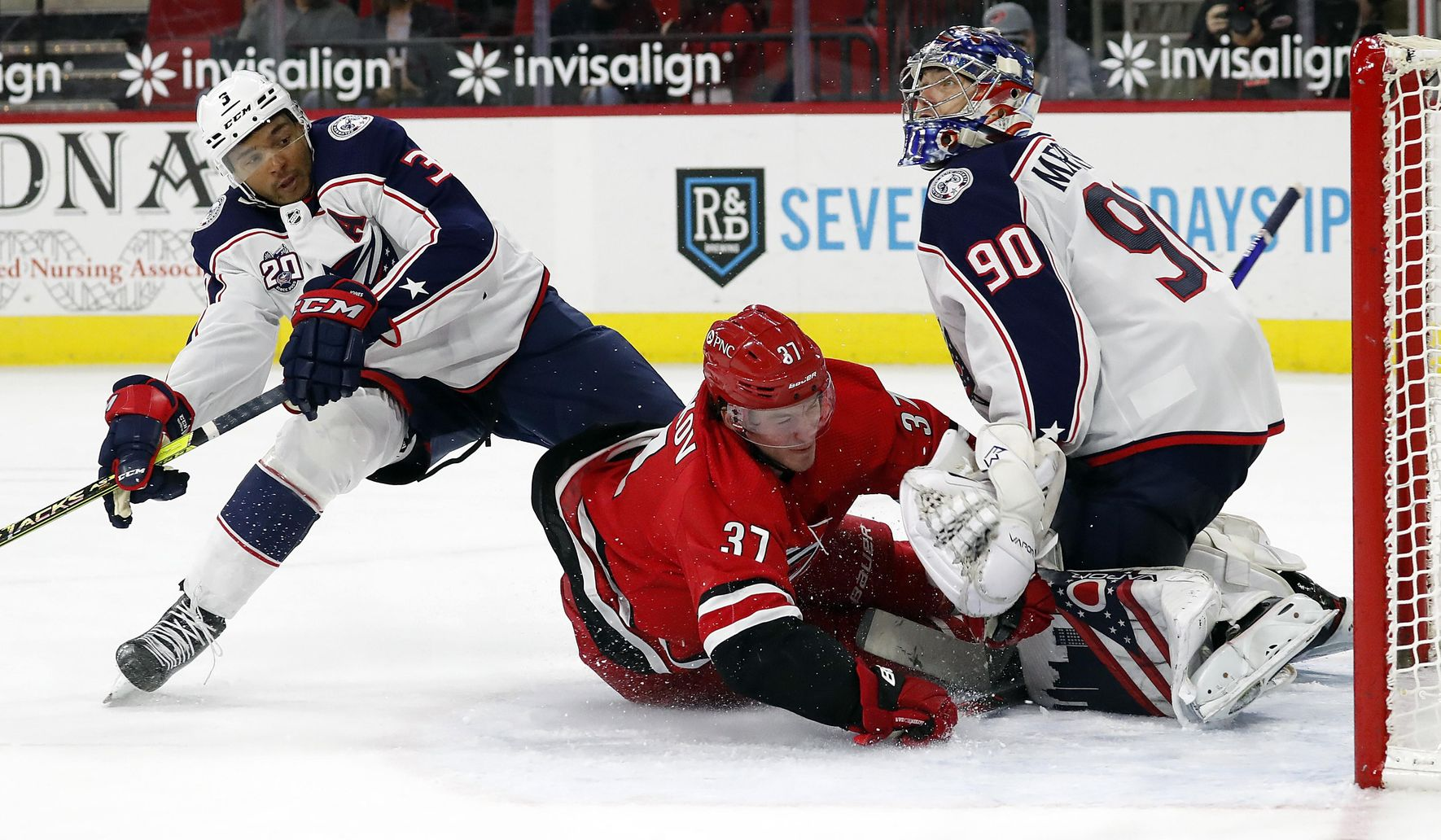 Blue_jackets_hurricanes_hockey_96116_c0-163-3905-2439_s1770x1032