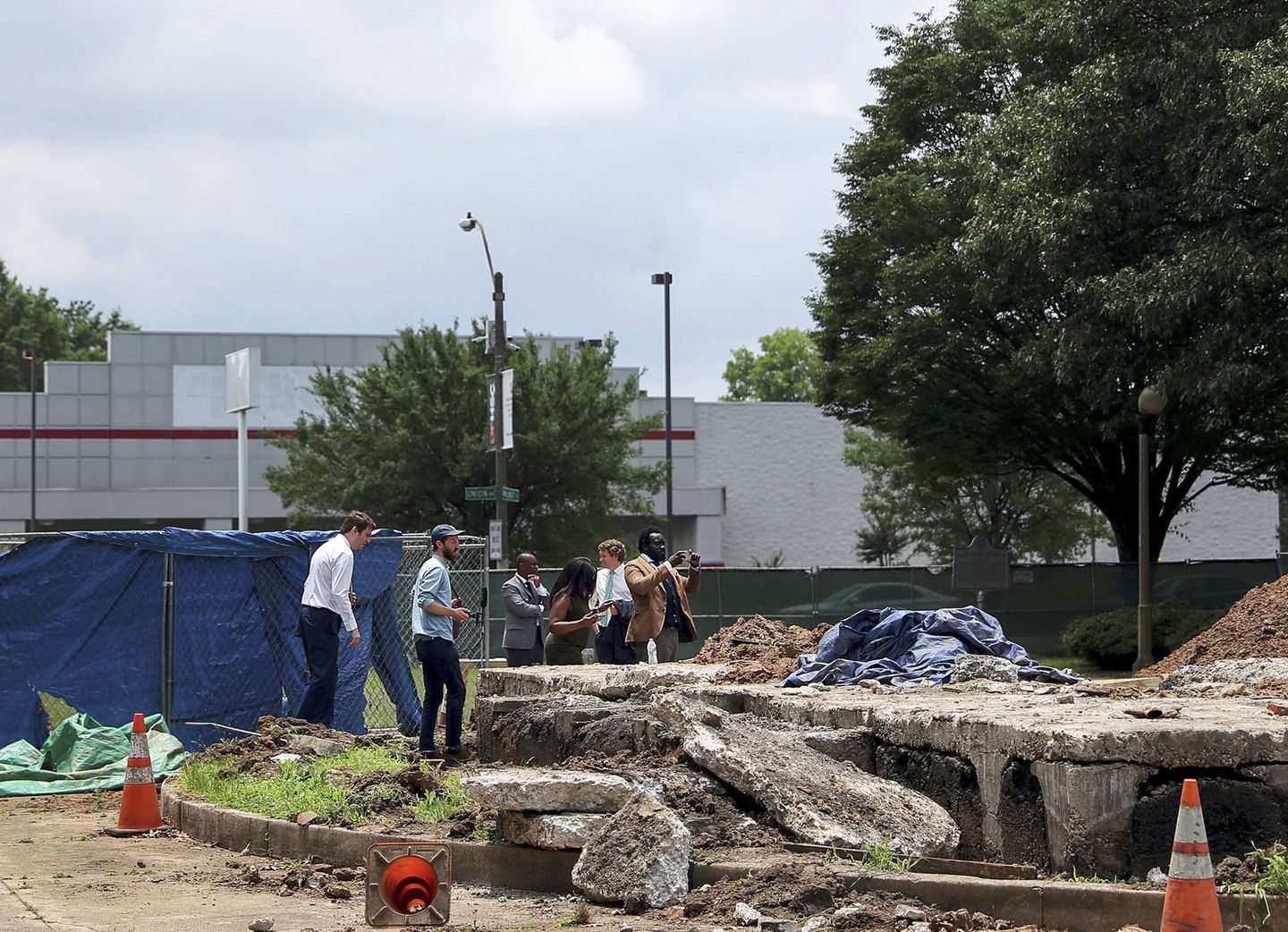 Remains of Confederate general and KKK leader Nathan Bedford Forrest removed from Memphis park