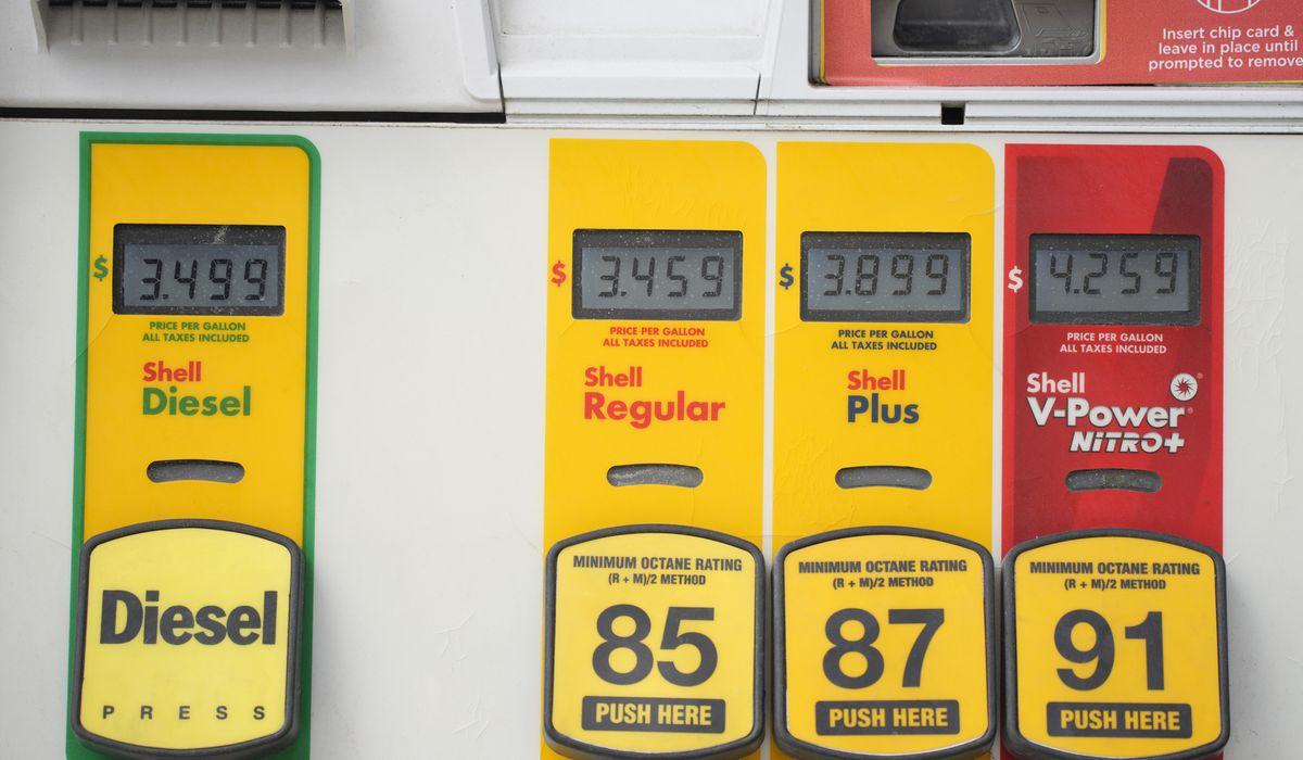 Common US value of fuel rises 2 cents per gallon to .22