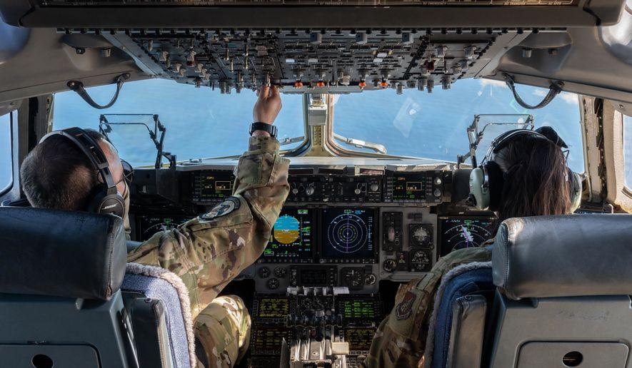 Un chirurgien de l'armée de l'air avertit que les vaccins COVID-19 peuvent provoquer une inflammation des muscles cardiaques chez les pilotes masculins prêts à voler.  (Garde nationale aérienne des États-Unis)