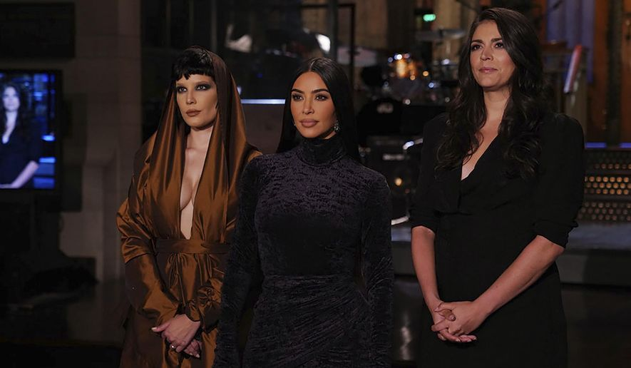 """This image provided by NBC shows Episode 1807 musical guest Halsey, from left, host Kim Kardashian West, and Cecily Strong during promos for """"Saturday Night Live"""" in Studio 8H on Thursday, Oct. 7, 2021. (Rosalind O'Connor/NBC via AP)"""