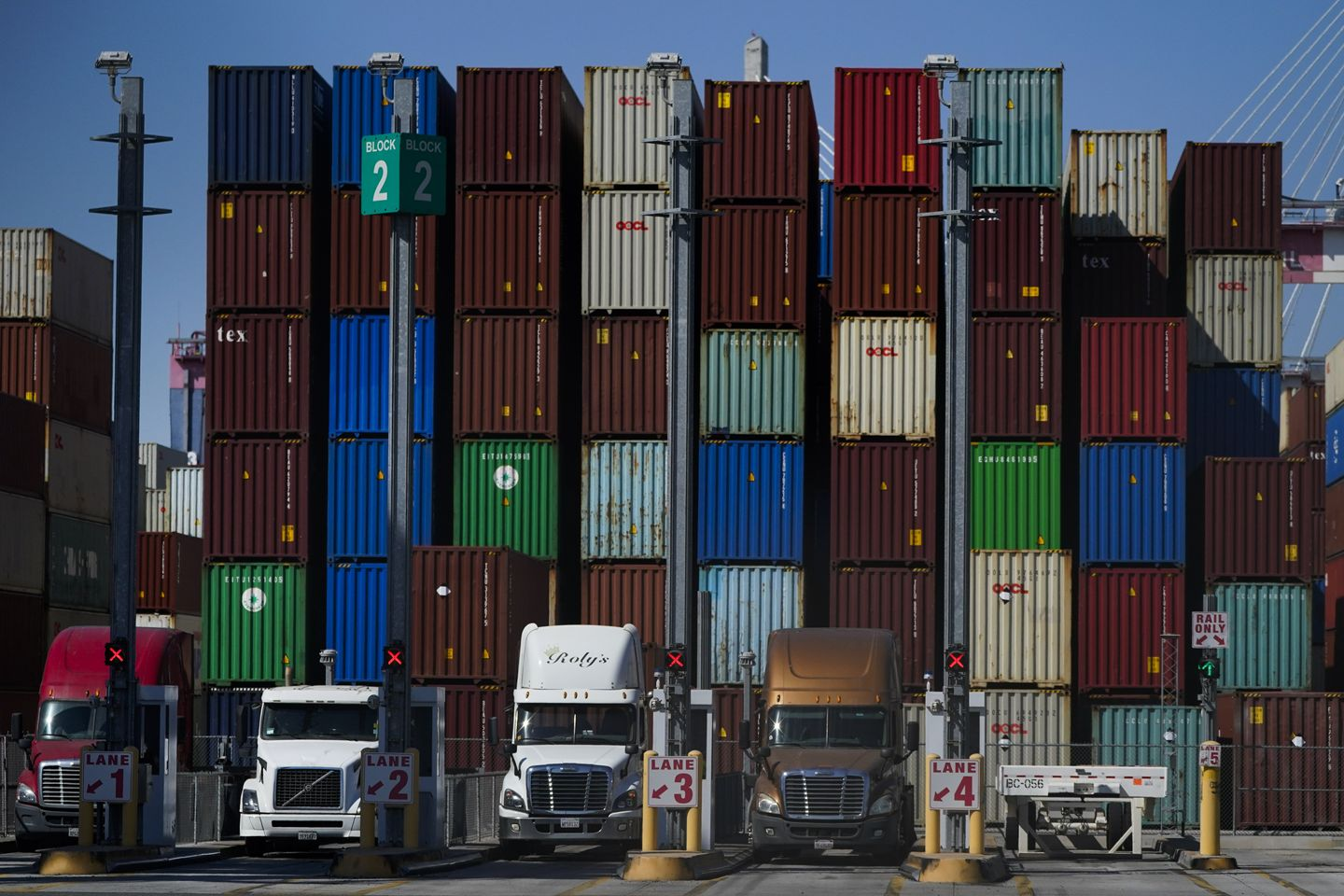 New Orleans port looks to snag business from backlogged competitors